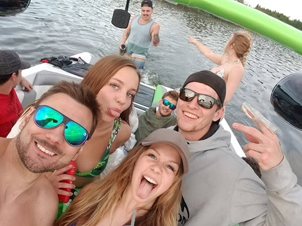 Funny pic of friends in wake boat